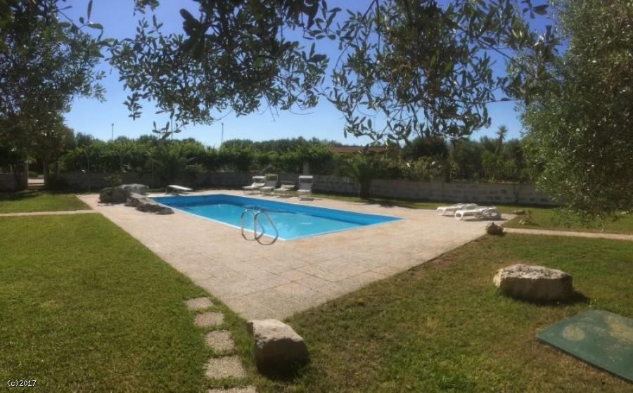 Villa affitto con piscina e campi tennis calcetto vacanze salento - Piscina hidron campi ...
