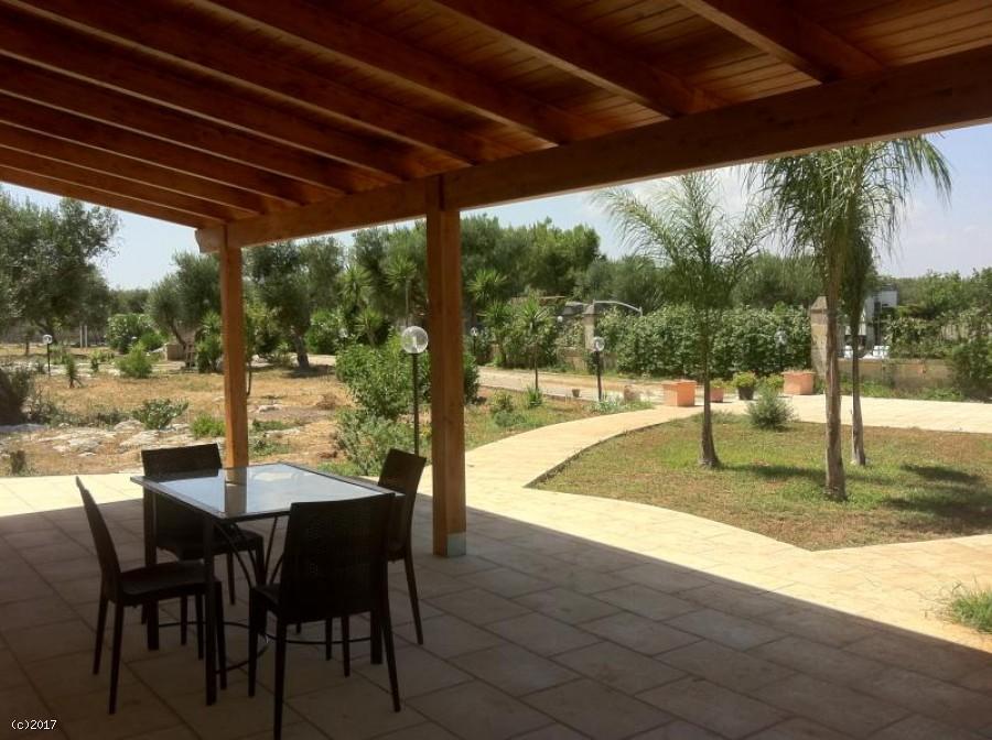 Villa con piscina e campi tennis e calcetto