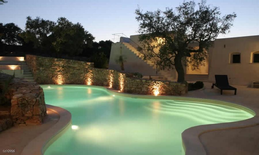 Monolocale con piscina in affitto a Torre Suda